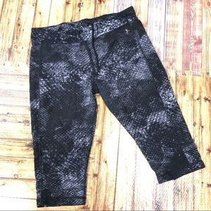 Danskin now Fitted XL Printed athletic crop pants